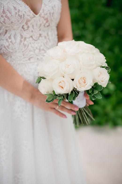Круглый букет из белых роз – WedDesign – Свадьба в Доминикане