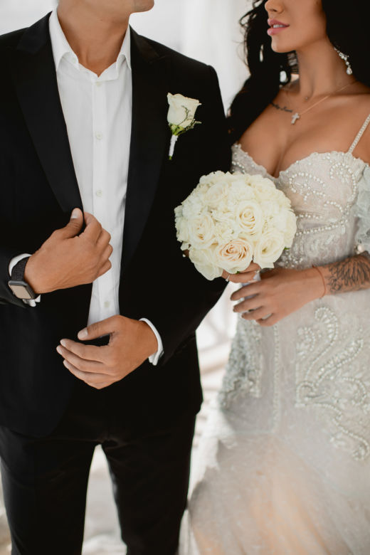 Классический круглый букет. Ножка оформлена кристаллами – WedDesign – Свадьба в Доминикане