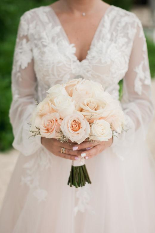 Пудровый букет из роз – WedDesign – Свадьба в Доминикане