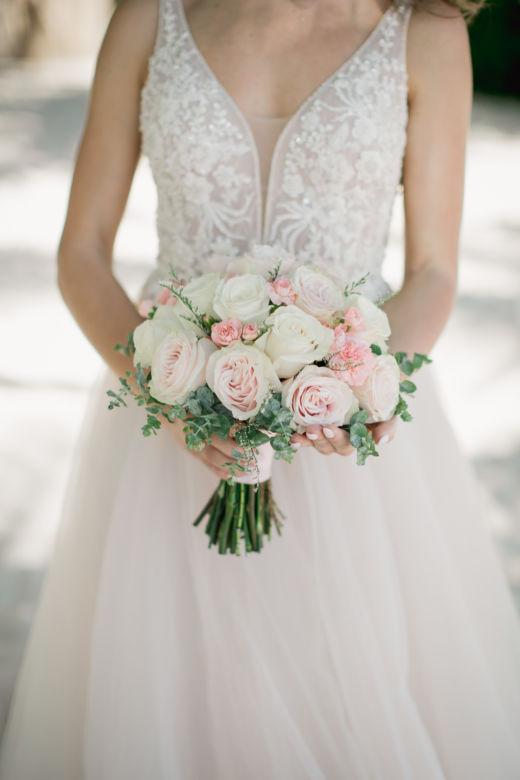 Букет невесты из роз и лимониума – WedDesign – Свадьба в Доминикане