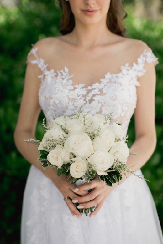 Белые розы и лимониум – WedDesign – Свадьба в Доминикане