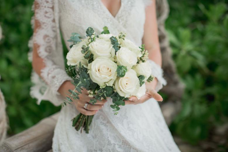 Букет из белых роз с сухоцветом – WedDesign – Свадьба в Доминикане