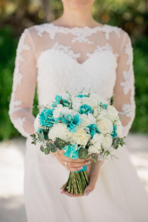 Букет невесты с бирюзовой альстромерией – WedDesign – Свадьба в Доминикане