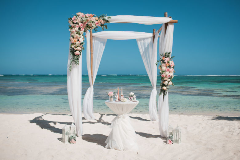 Арка с живыми цветами – WedDesign – Свадьба в Доминикане