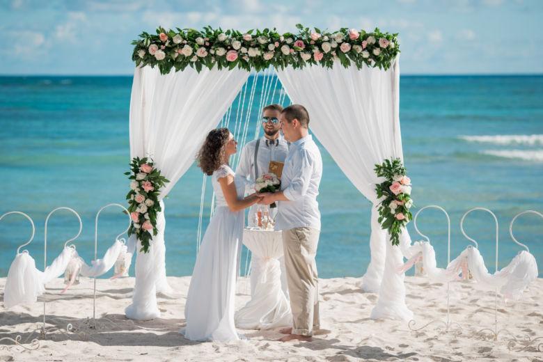 Живые цветы. Дорожка и кристаллы – WedDesign – Свадьба в Доминикане