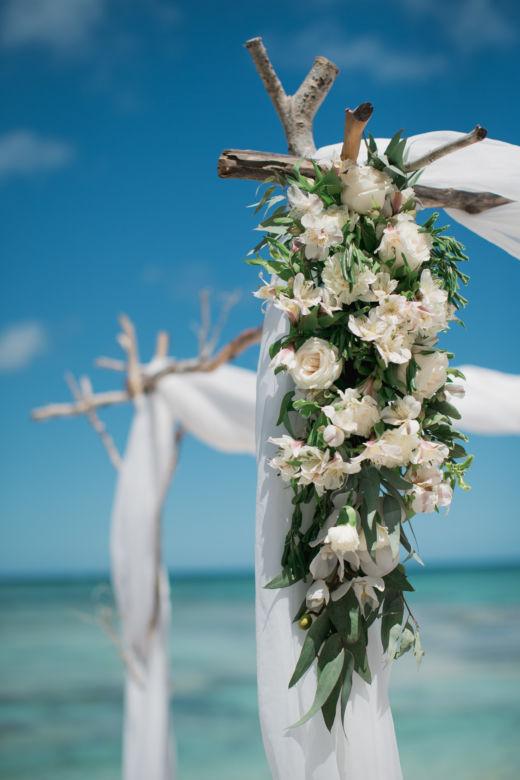 Оформление альстромерией, розами и зеленью – WedDesign – Свадьба в Доминикане