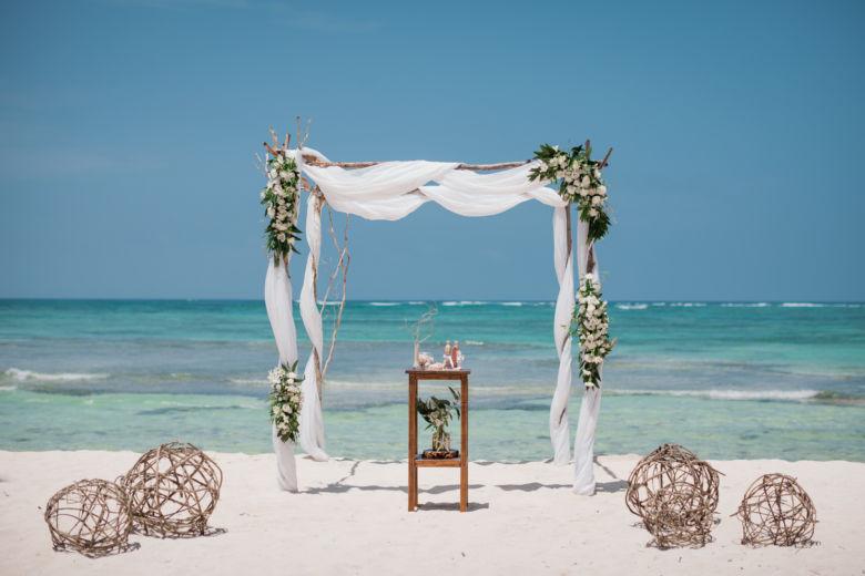 Живые цветы. Ветки и плетенные шары – WedDesign – Свадьба в Доминикане