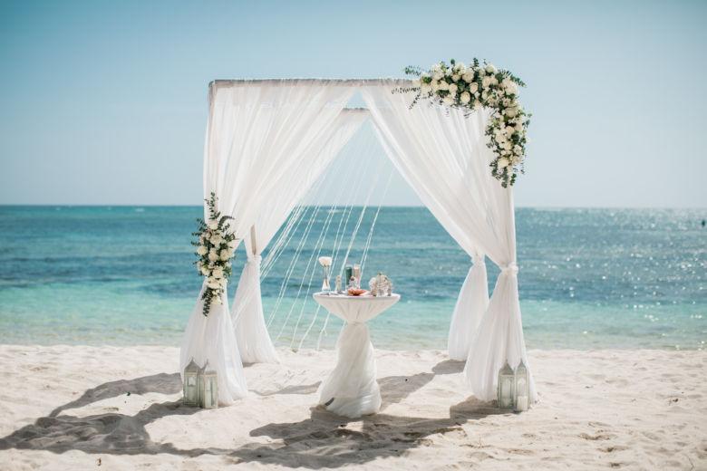 Живые цветы бело-зеленые – WedDesign – Свадьба в Доминикане