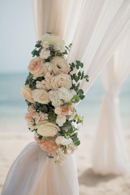 Живые цветы в пудровом цвете – WedDesign – Свадьба в Доминикане