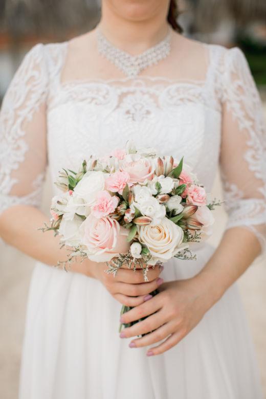 Нежный букет невесты из роз – WedDesign – Свадьба в Доминикане