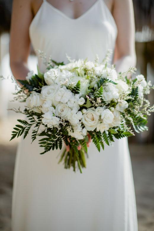 Букет свободной формы с папоротником – WedDesign – Свадьба в Доминикане