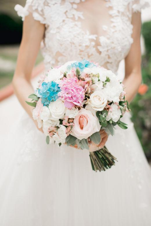 Букет круглой формы с гортензией – WedDesign – Свадьба в Доминикане