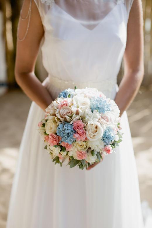 Букет с голубой гортензией – WedDesign – Свадьба в Доминикане
