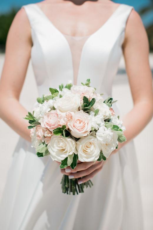 Круглый букет невесты с питорускусом – WedDesign – Свадьба в Доминикане
