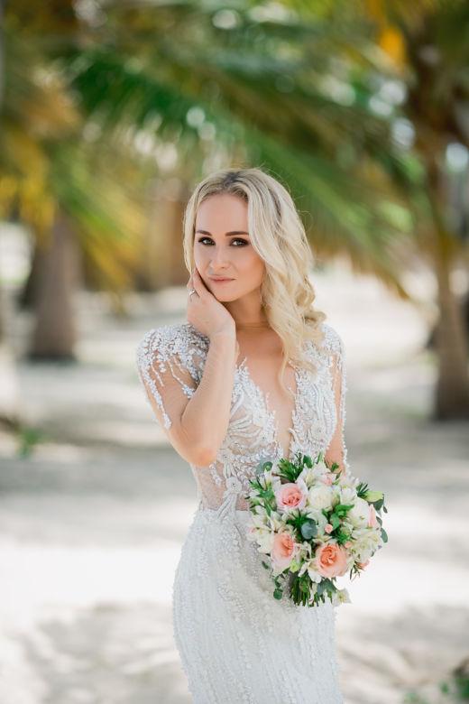 Букет невестыс альстромерией – WedDesign – Свадьба в Доминикане