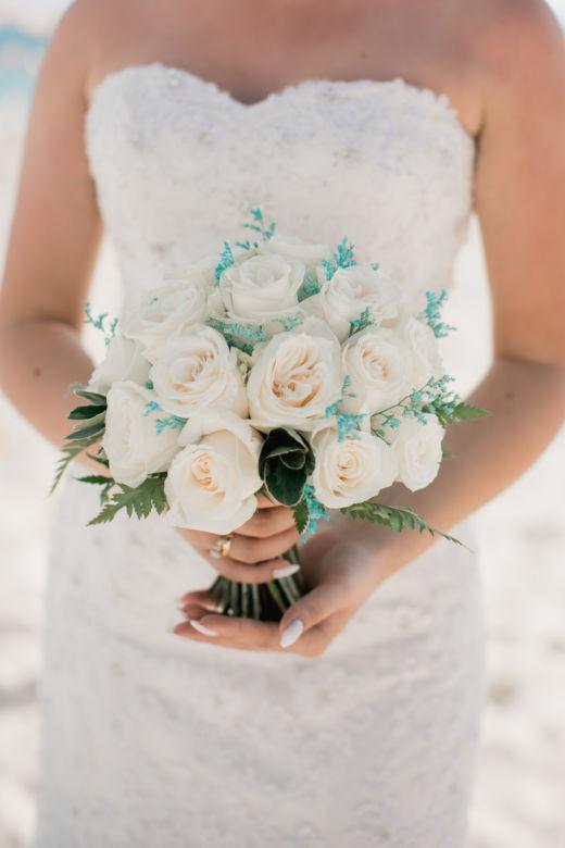 Белые розы и лимониум в бирюзовом цвете – WedDesign – Свадьба в Доминикане