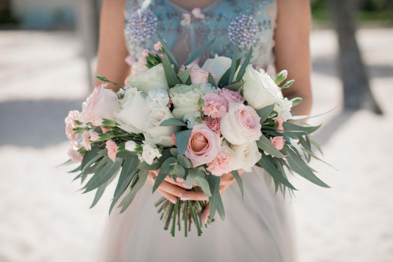 Букет невесты свободной формы с розовыми розами – WedDesign – Свадьба в Доминикане
