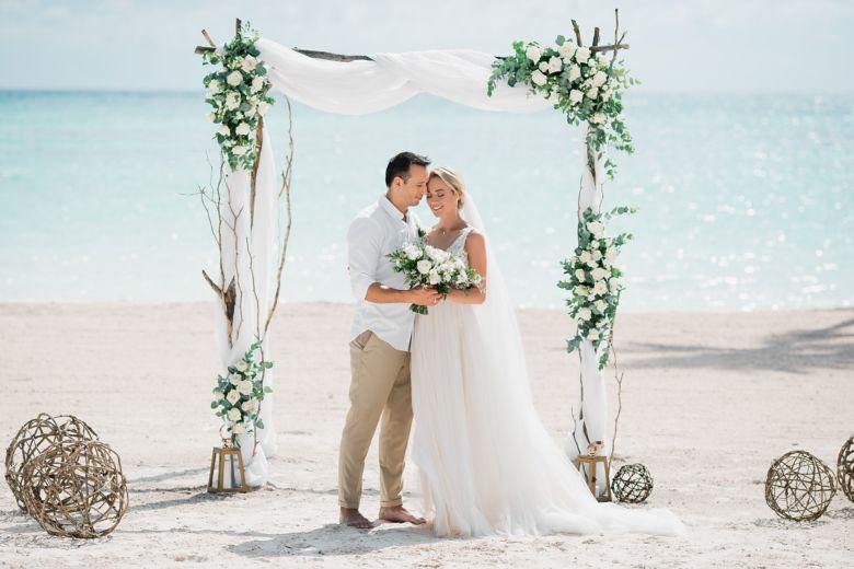 Живые цветы. Ветки. Шары – WedDesign – Свадьба в Доминикане