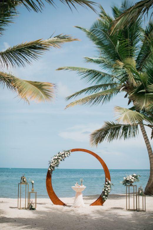 Живые цветы. Круглая арка – WedDesign – Свадьба в Доминикане