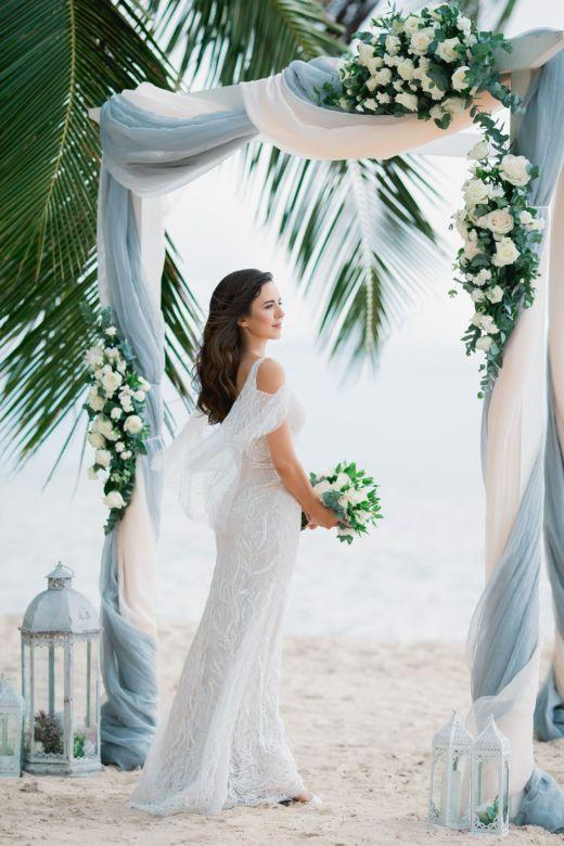 Живые цветы. Белый брус. Серое оформление – WedDesign – Свадьба в Доминикане
