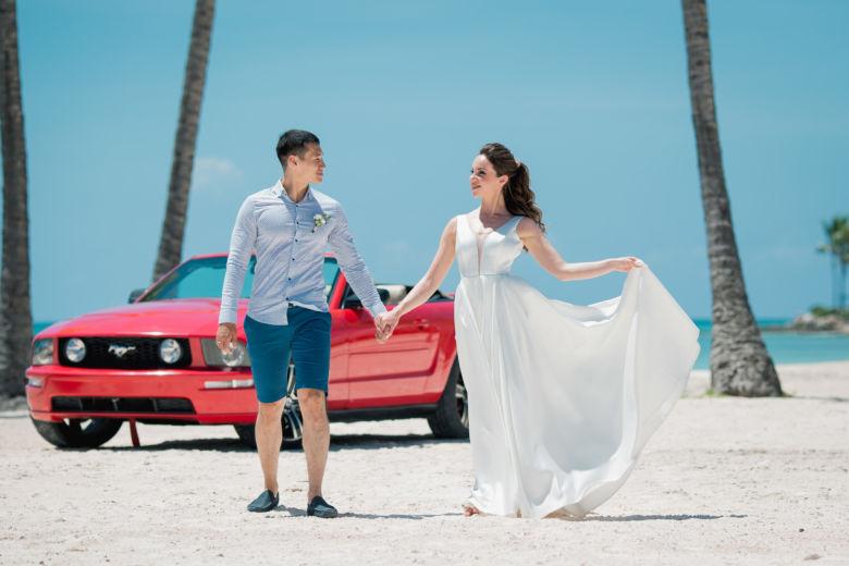 Красный кабриолет Ford Mustang – WedDesign – Свадьба в Доминикане