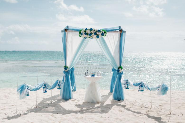 Васильковый, белый и нежно голубой. Синие цветы. Крючки с фонариками – WedDesign – Свадьба в Доминикане