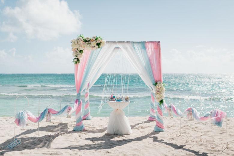 Розовый, нежно-голубой и белый. Асимметричные цветы – WedDesign – Свадьба в Доминикане