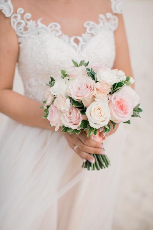 Круглый букет из роз с рускусом – WedDesign – Свадьба в Доминикане