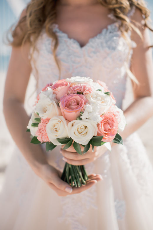 Бело-розовый круглый букет – WedDesign – Свадьба в Доминикане