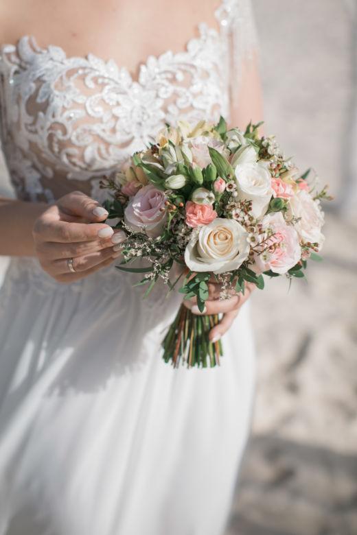 Букет с хамелациумом – WedDesign – Свадьба в Доминикане