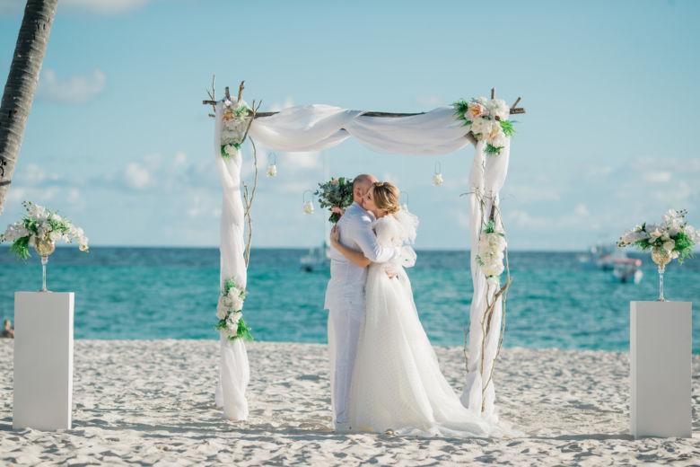 Искусственные цветы.Золотые вазы – WedDesign – Свадьба в Доминикане